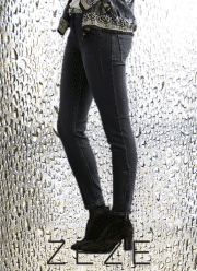 ZE-ZE Sanne denim bukser med lynlås i ben. Sort